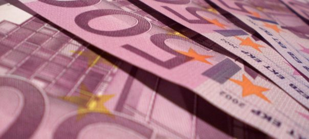 1-euro-notes-photo-Filippo-Vicarelli-freeimages-com-604x272
