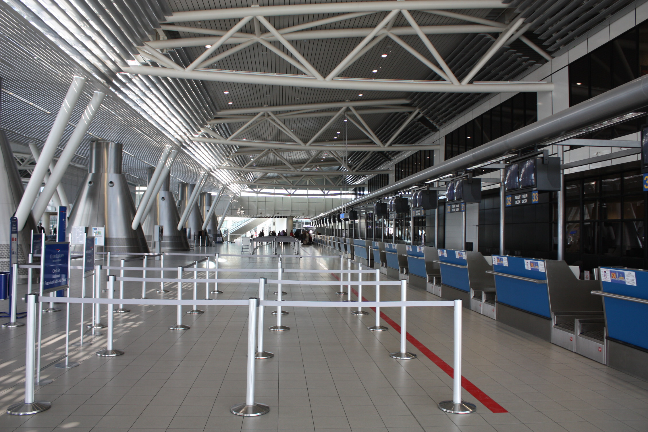 Inside_Sofia_Airport_20090409_018