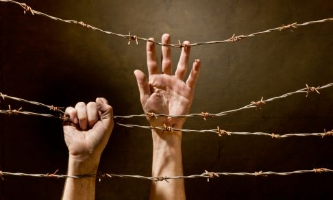 Barbed_wire_hands