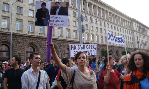 Protest_banners_Peevski_002