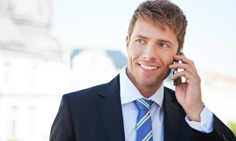 Businessman_on_a_mobile_002