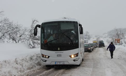 Heavy_snow_roads_2