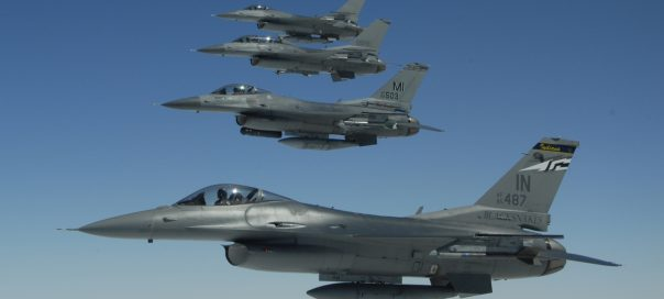 F-16s_Indiana_and_Michigan_ANG_in_flight_2009-crop-604x272